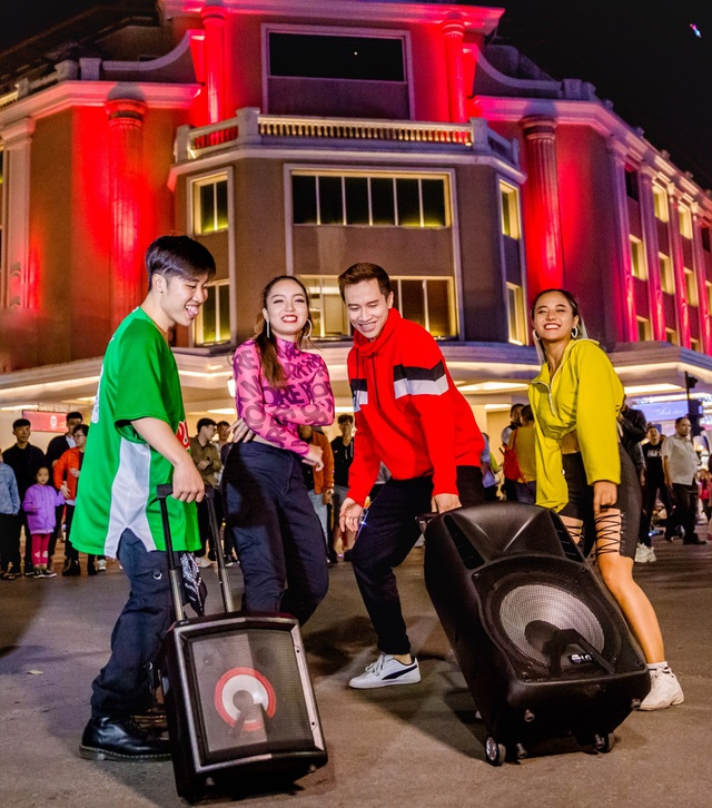 """Touliver, Hanoi X-girls mách bạn thiết bị công nghệ """"phải có"""" để vui hết mình trong mùa tiệc cuối năm - 4"""