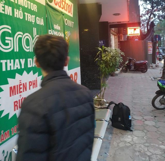 Thẩm mỹ viện Việt Hàn đóng kín cửa, người dân tập trung đông sau vụ việc chết người - 3