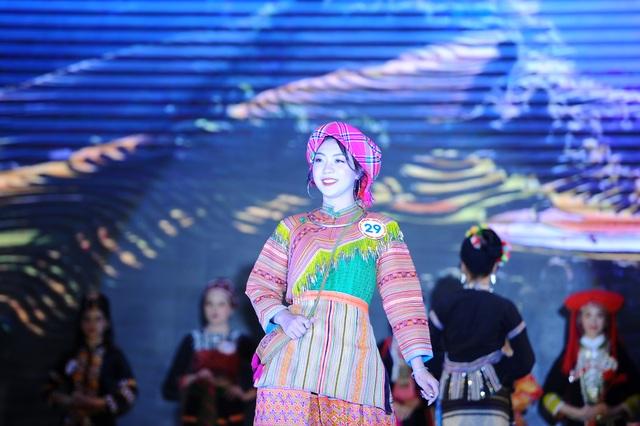 Độc đáo cuộc thi hoa khôi hội tụ trang phục truyền thống các dân tộc thiểu số - 9