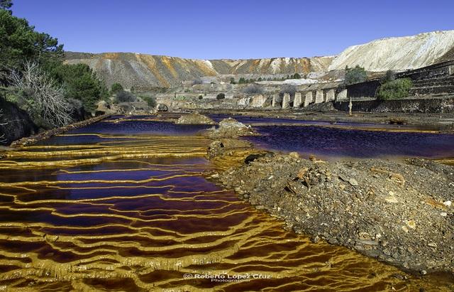 Dòng sông kỳ lạ với nước đỏ như màu máu - 5
