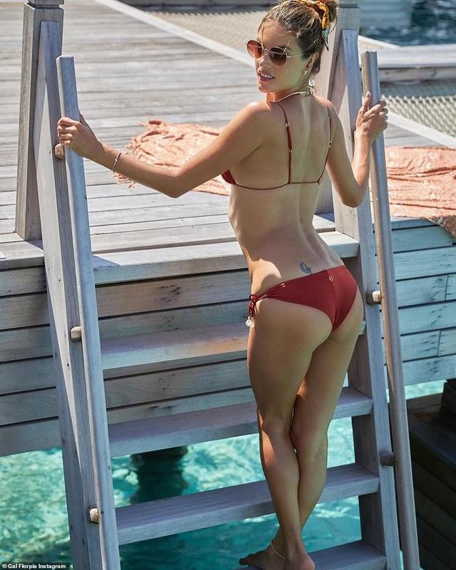 Alessandra Ambrosio vẫn gợi cảm ở tuổi 38 - 6