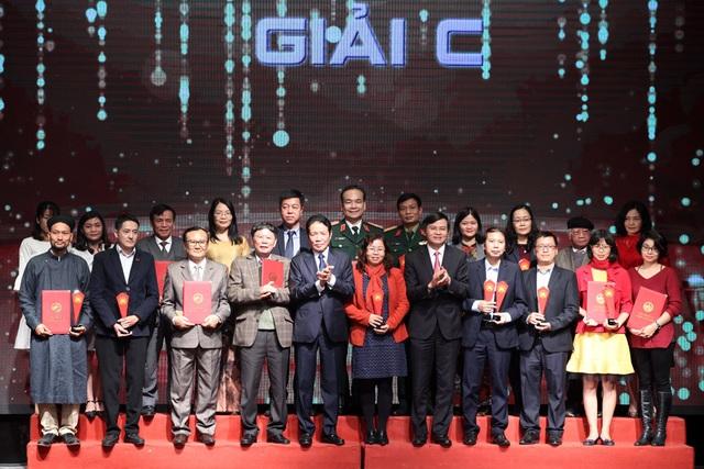 """Bộ sách của cố GS Phan Huy Lê được trao giải A """"Sách Quốc gia lần 2"""" - 3"""