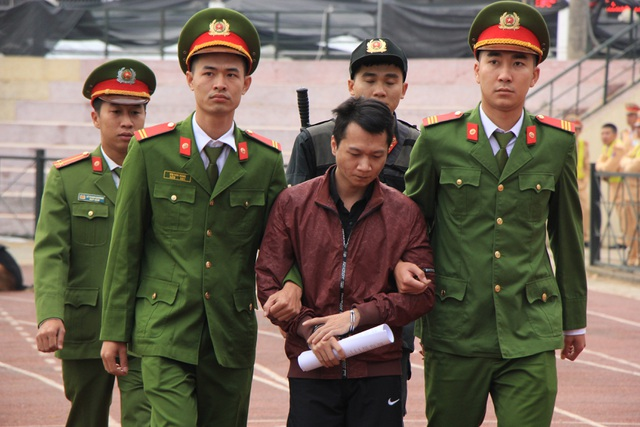 Vương Văn Hùng phản cung, phủ nhận việc hiếp dâm, sát hại nữ sinh giao gà - 1