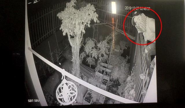 Nam thanh niên một mình trộm 3 xe máy lúc rạng sáng - 1