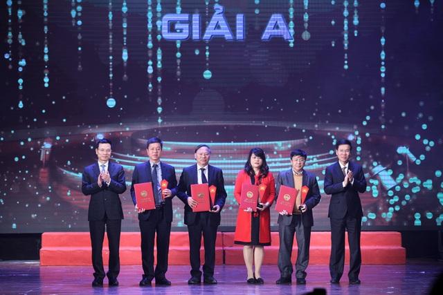 """Bộ sách của cố GS Phan Huy Lê được trao giải A """"Sách Quốc gia lần 2"""" - 1"""