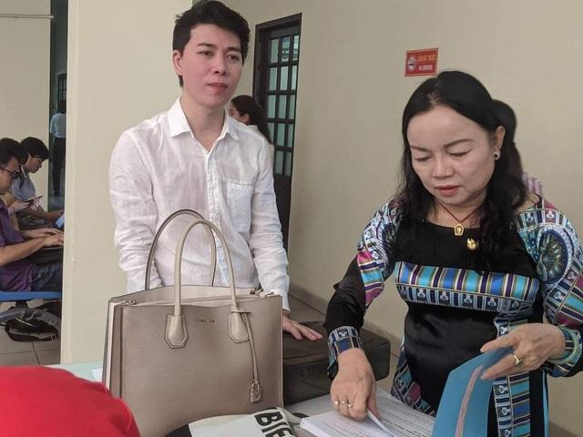 Lại hoãn phiên tòa ca sĩ Đàm Vĩnh Hưng bị kiện - 1