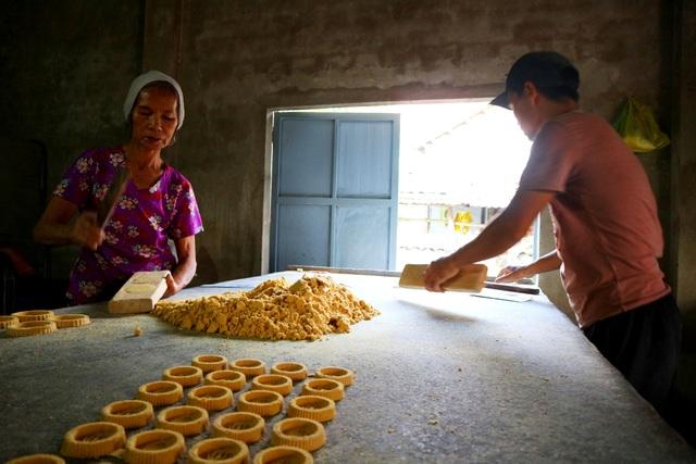 Làng bánh in truyền thống An Lạc nhộn nhịp vào vụ Tết - 3