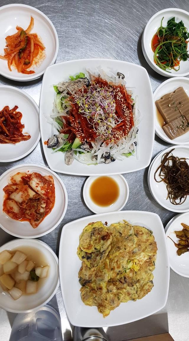 Đến Busan phải thử cà phê chả cá Goraesa, hàu sống Tongyeong - 10