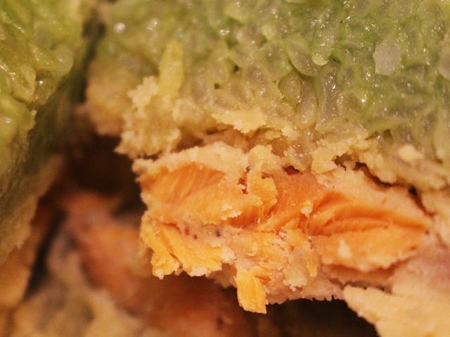 Nửa triệu đồng 1 cặp bánh chưng nhân cá hồi, nhiều khách vẫn quyết rinh về ăn tết - 2