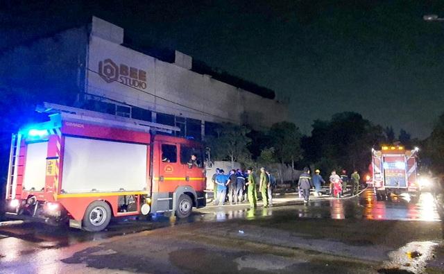 Cháy phim trường ở Sài Gòn, nhiều người hoảng loạn tháo chạy - 1