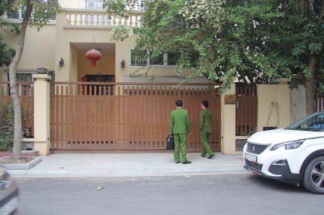 Khám nhà Chánh Văn phòng Thành ủy Hà Nội Nguyễn Văn Tứ - 1