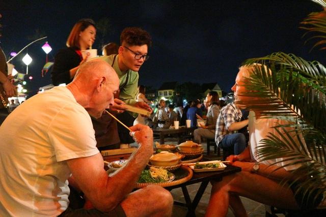 Lần đầu tiên tổ chức chợ ẩm thực di sản Hội An - 11