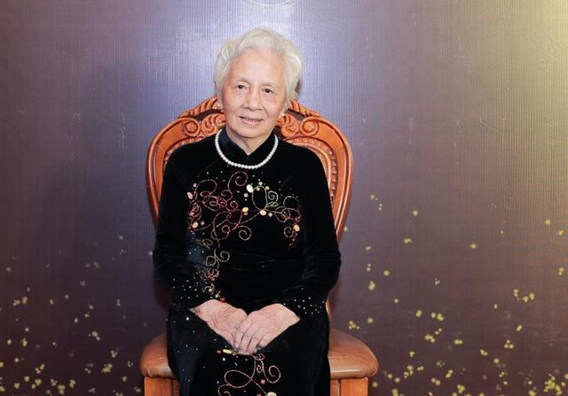 Chuyện cảm động về bà giáo hơn 90 tuổi vẫn cần mẫn đào tạo ca sĩ, nghệ sĩ - 1