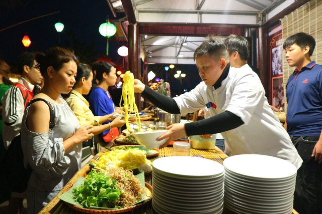 Lần đầu tiên tổ chức chợ ẩm thực di sản Hội An - 7