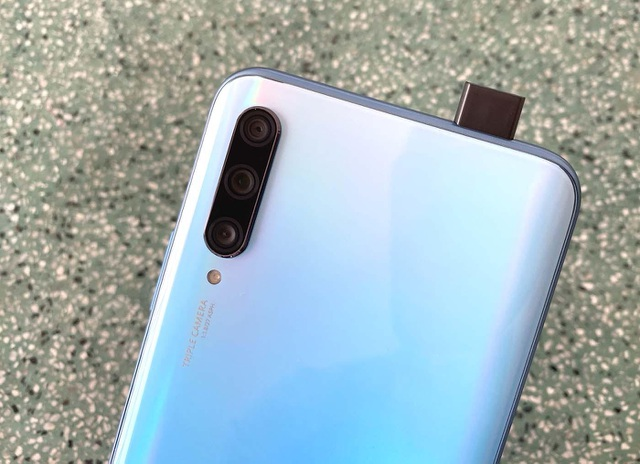 Đập hộp Huawei Y9s chính hãng camera trượt, pin khoẻ - 3