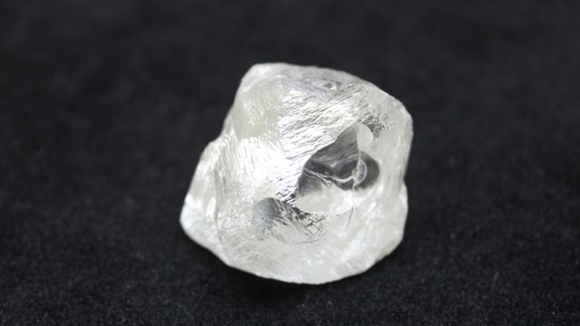"""Nga phát hiện viên kim cương """"khủng"""" - 1"""