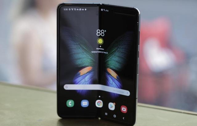 Loạt thiết bị công nghệ đắt đỏ bán tại Việt Nam trong năm 2019 - 1