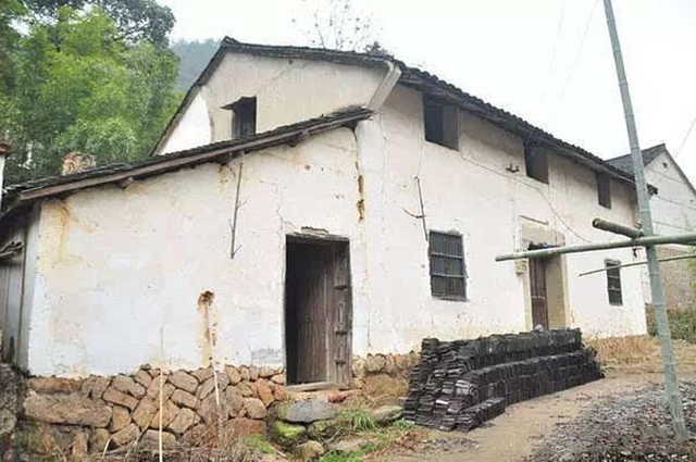 Người đàn ông biến ngôi nhà ma ám bỏ hoang thành dinh thự như tranh vẽ - 2