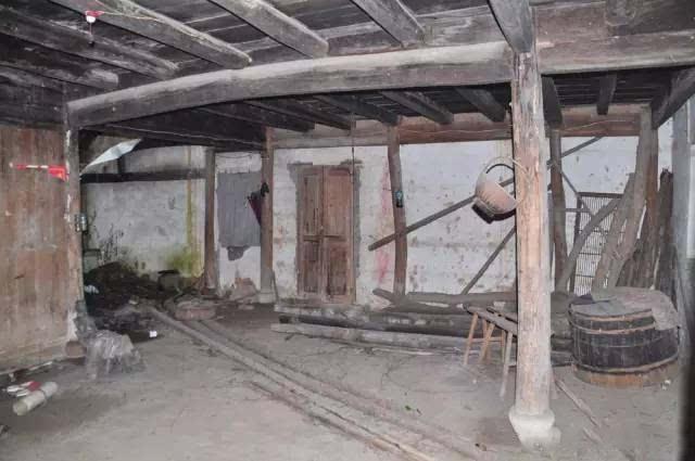 Người đàn ông biến ngôi nhà ma ám bỏ hoang thành dinh thự như tranh vẽ - 3