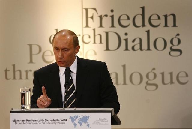 Những dấu ấn trong 20 năm ông Putin chèo lái nước Nga - 9