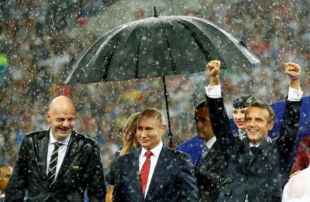 Những dấu ấn trong 20 năm ông Putin chèo lái nước Nga - 19