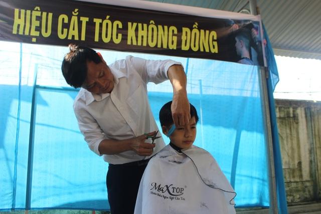 """""""Hiệu cắt tóc không đồng"""" dành cho học trò nghèo - 1"""
