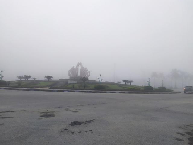 Thành phố Hà Tĩnh chìm trong biển sương mù ngày cuối năm - 4