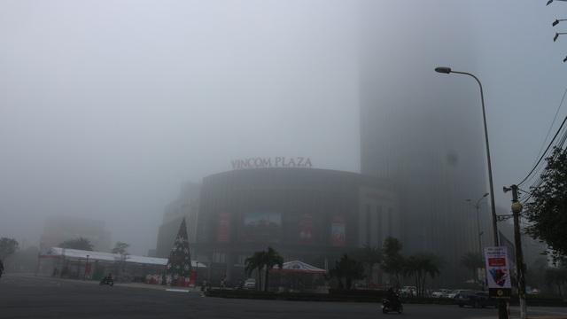 Thành phố Hà Tĩnh chìm trong biển sương mù ngày cuối năm - 9