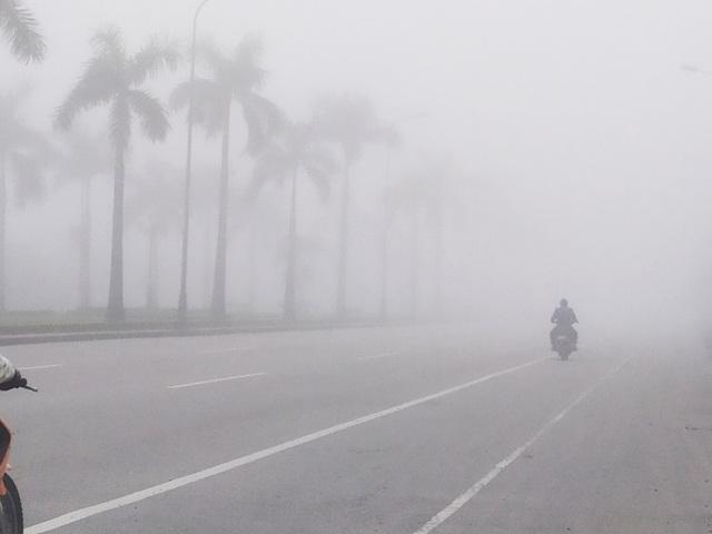 Thành phố Hà Tĩnh chìm trong biển sương mù ngày cuối năm - 2