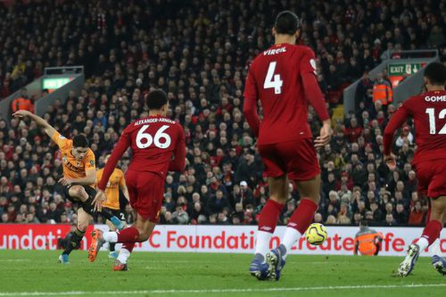 Liverpool 1-0 Wolves: Dấu ấn của Mane và dấu ấn của VAR - 2