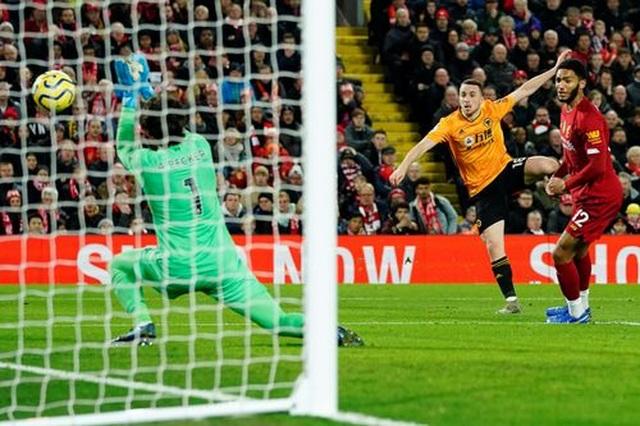 Liverpool 1-0 Wolves: Dấu ấn của Mane và dấu ấn của VAR - 4