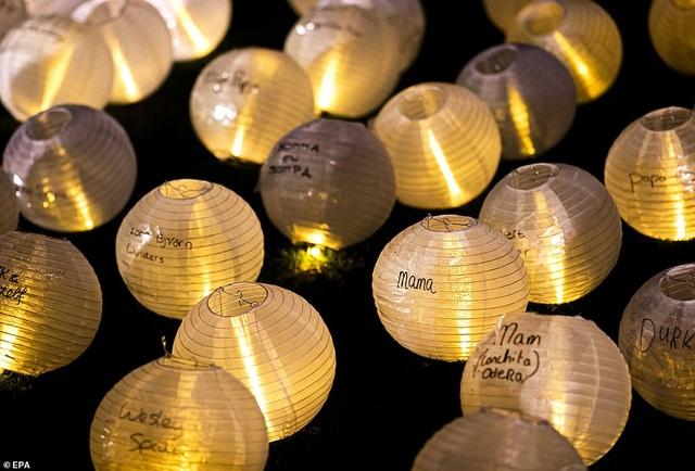 Ý nghĩa đằng sau hình trái tim được thắp sáng từ hàng nghìn chiếc đèn lồng - 3