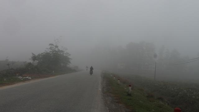 Thành phố Hà Tĩnh chìm trong biển sương mù ngày cuối năm - 3