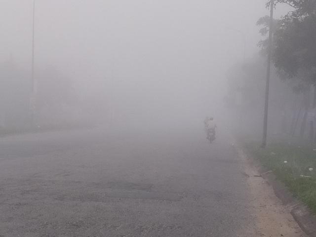 Thành phố Hà Tĩnh chìm trong biển sương mù ngày cuối năm - 5