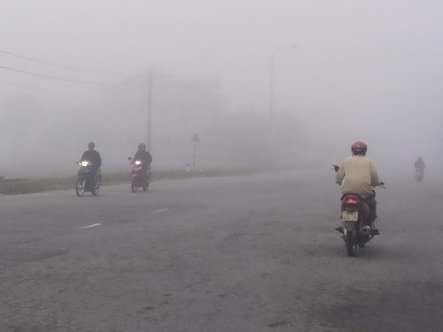 Thành phố Hà Tĩnh chìm trong biển sương mù ngày cuối năm - 6