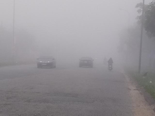 Thành phố Hà Tĩnh chìm trong biển sương mù ngày cuối năm - 7