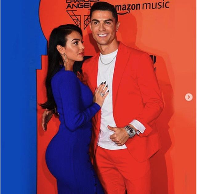 Bạn gái C.Ronaldo bất ngờ khoe thân hình nóng bỏng - 7