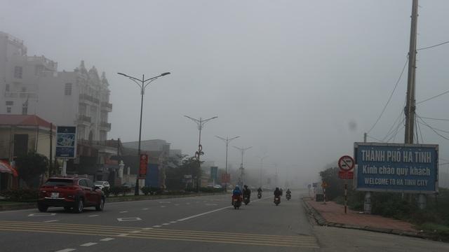 Thành phố Hà Tĩnh chìm trong biển sương mù ngày cuối năm - 1