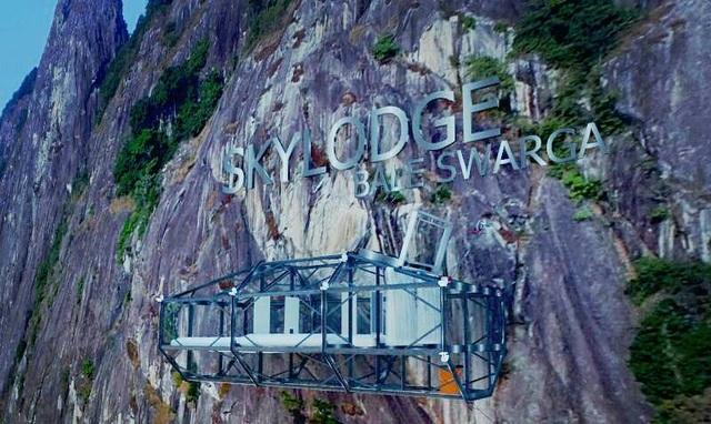 Kỳ lạ khách sạn treo mình giữa vách đá, khách muốn đến nghỉ phải đu dây qua - 8
