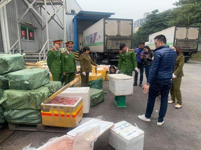 Hà Nội: Cảnh sát bắt hàng tấn lưỡi vịt, trứng non nhập lậu chuẩn bị mang đi tiêu thụ - 2