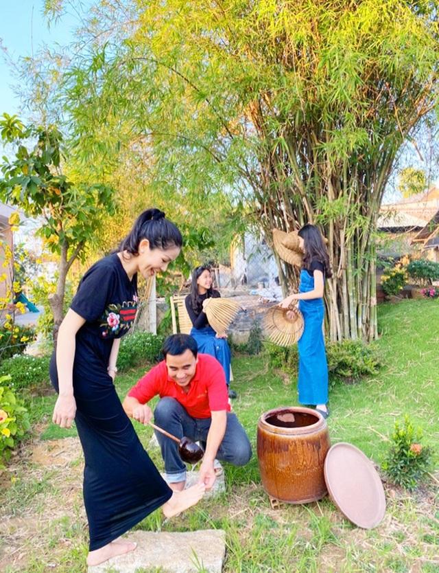 Quyền Linh đưa vợ con thăm nhà vườn hàng nghìn m2 của em trai Quyền Lộc - 8