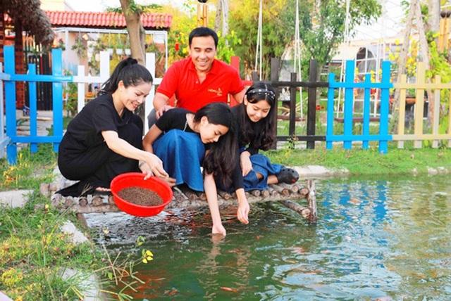 Quyền Linh đưa vợ con thăm nhà vườn hàng nghìn m2 của em trai Quyền Lộc - 2