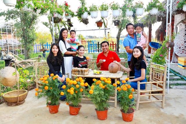 Quyền Linh đưa vợ con thăm nhà vườn hàng nghìn m2 của em trai Quyền Lộc - 1