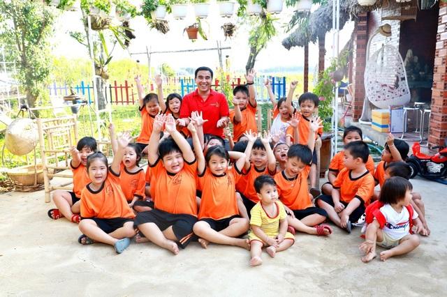 Quyền Linh đưa vợ con thăm nhà vườn hàng nghìn m2 của em trai Quyền Lộc - 15