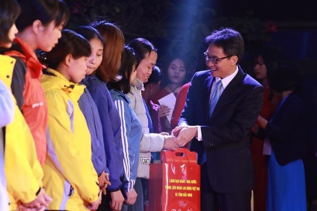 Bắc Ninh: Trao 7.000 vé tàu xe cho công nhân lao động về quê đón Tết Canh Tý - 1
