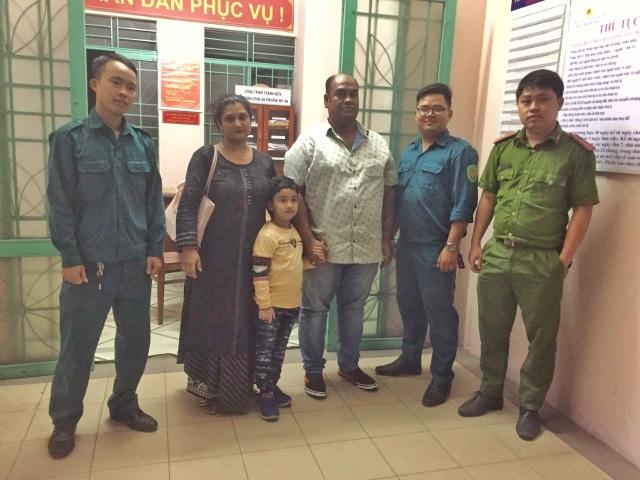 Công an Đà Nẵng giúp cháu bé Ấn Độ đi lạc tìm người thân - 1