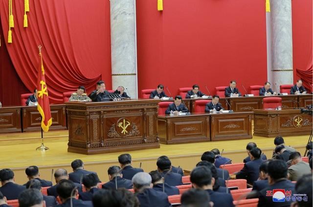 """""""Cánh tay phải"""" của ông Kim Jong-un vắng mặt bất thường tại cuộc họp quan trọng - 2"""
