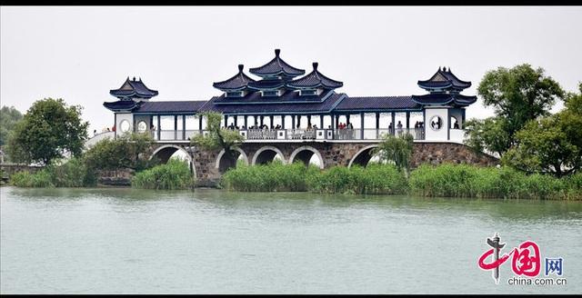 Chiêm ngưỡng hầm cao tốc dài hơn 10km nằm dưới lòng hồ ở Trung Quốc - 3