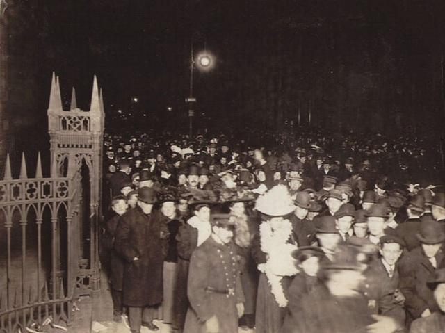 Tại sao người Mỹ làm lễ hạ quả cầu pha lê trong đêm Giao thừa? - 3