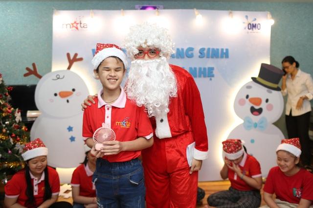 Sẻ chia yêu thương cùng trẻ em khiếm thị  trong đêm Giáng Sinh - 3